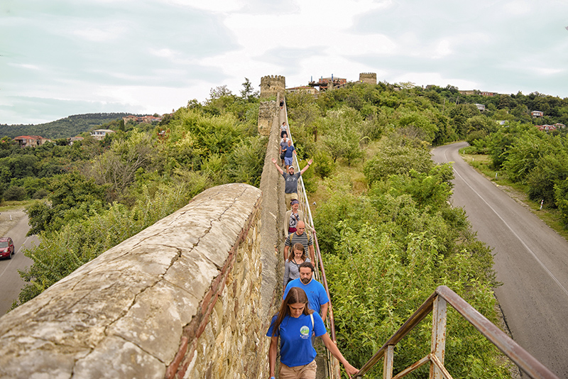 walk on the sighnaghi city wall
